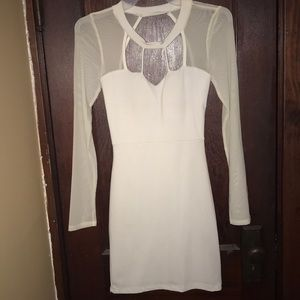 White bodycon dress with mess long sleeves